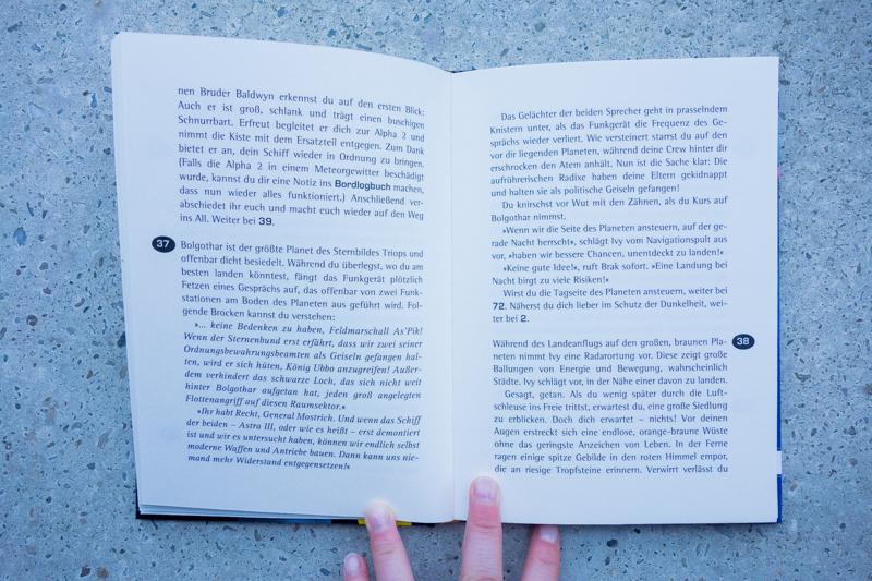 Ausführlich geschriebene Texte und mit Nummern markierte Abzweigungen.
