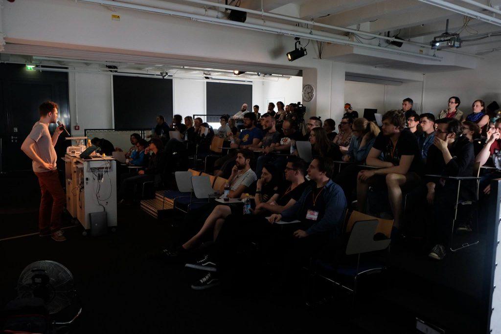 Auf Veranstaltungen wie dem GameCamp München werden Vorträge zum Spieldesign wie auch zur Spielforschung gehalten.